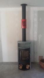 Poële à bois avec habillage bague rouge pour tuyau